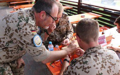 """Kreativ die Lasten des Einsatzes tragen –  OASE-Einsatzbetreuung unterstützt gemeinsames Paracord-Knüpfen als """"Türöffner"""" bei der Seelsorge"""