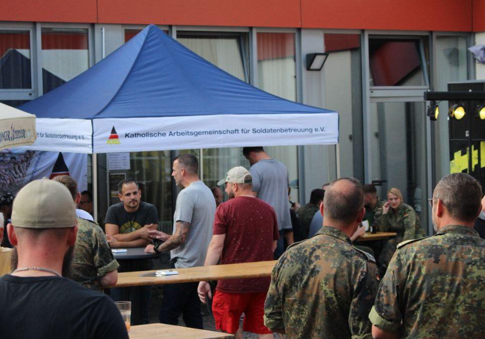 """Gelungene Soldatenbetreuung wie sie leibt und lebt –  Rührende Momente und soziales Engagement beim Sommerevent """"Hertz Rockt II"""" in Daun"""
