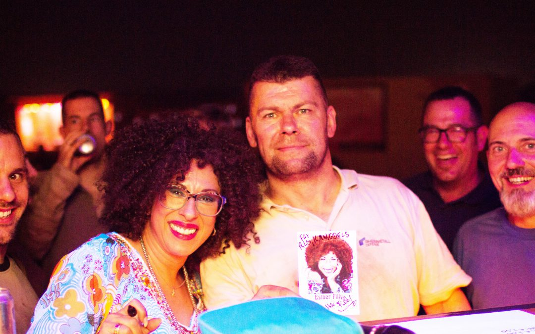 Eine Künstlerin zum Anfassen – Die Soulsängerin Esther Filly gab erstmals Konzerte für unsere Soldaten in Mali